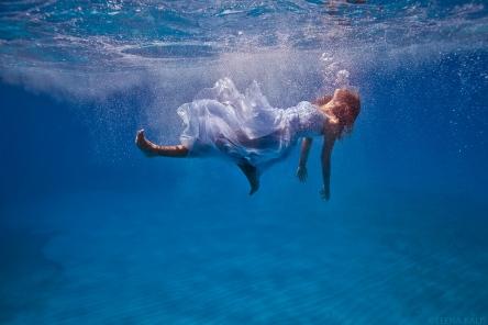 i_feel_like_i__m_sinking____by_elenakalis-d54k16u